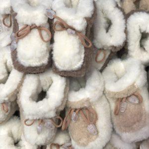 Детские чуни из овечьей шерсти на завязках